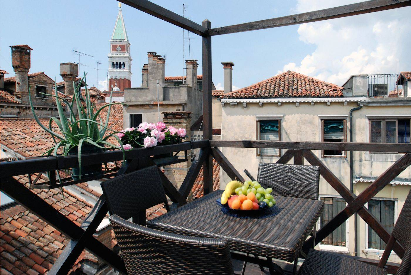 Altana San Marco roof-top terrace with pitoresque canal view