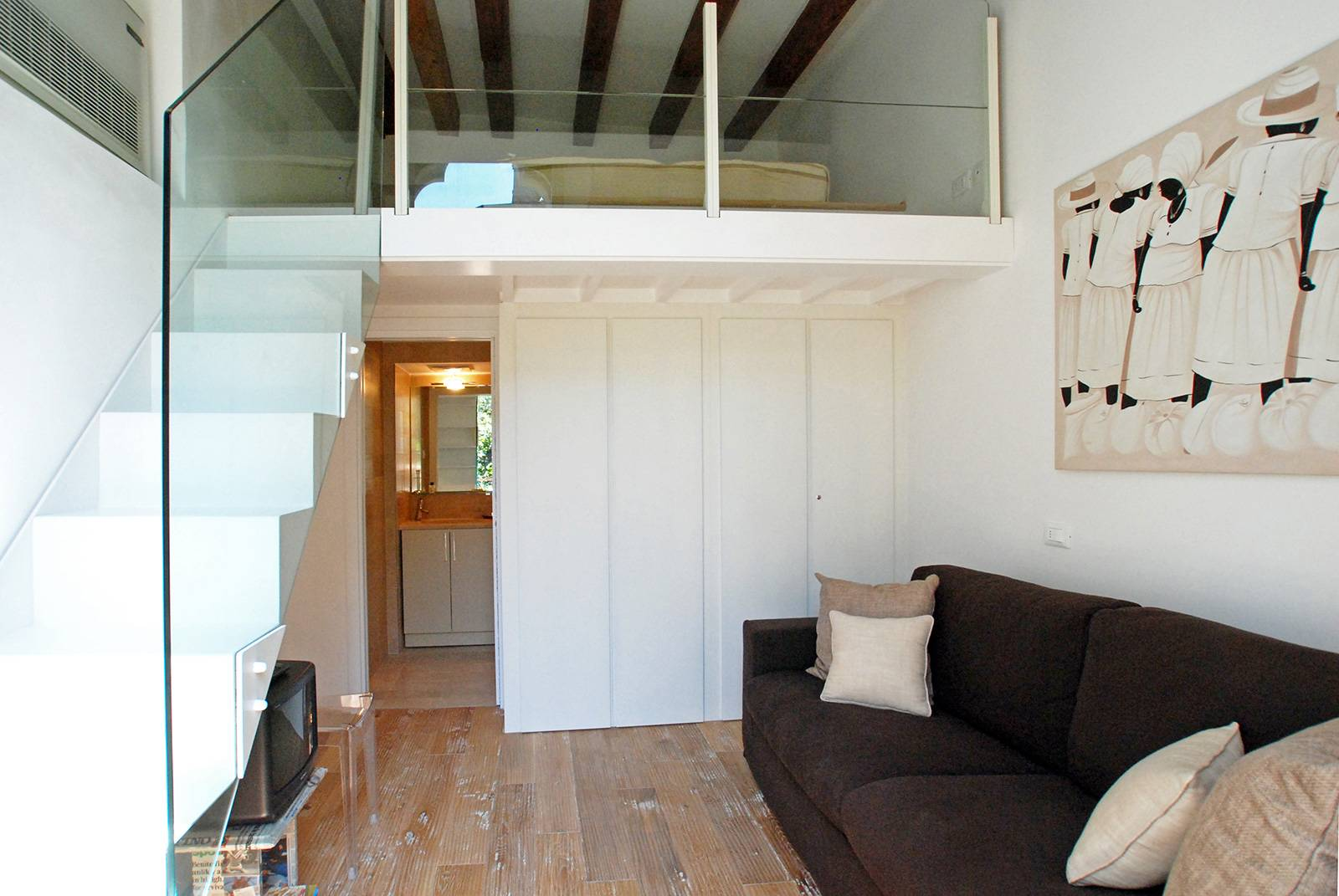 San Trovaso contemporary, bright and quiet, in exclusive location